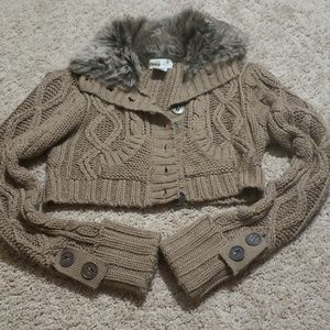 Sweaters - Crop sweater with fuzzy collar